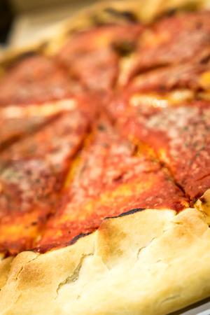Deepdish ピザ。著作権 © すべての権利予約とポール Velgos。 写真素材
