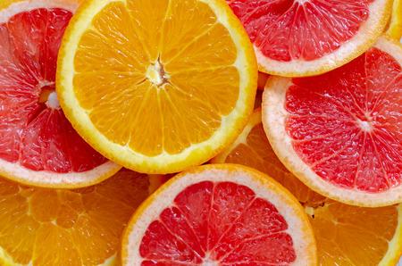 Grapefruits, citroenen en sinaasappelen plakjes achtergrond, bovenaanzicht Stockfoto