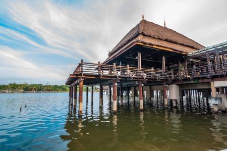 zancos: Edificio tradicional malaya sobre pilotes