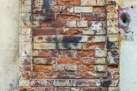 Un vieux mur de briques de couleur minable, fond, texture Banque d'images
