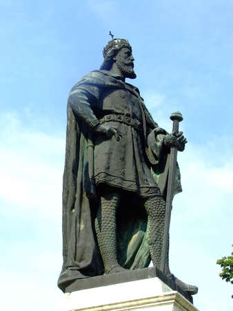 old king statue
