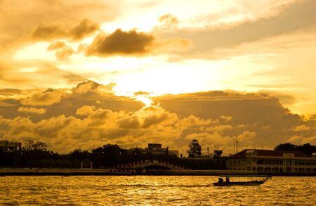 chao phraya river: Life in Bangkok at sunset in Chao Phraya River