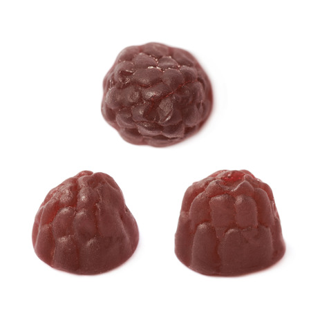 gelatina: Berry gelatina con forma de mascar a base de dulces aislados sobre el fondo blanco, conjunto de tres diferentes escorzos