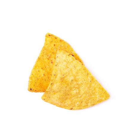 tortilla de maiz: Pila de unos chips de tortilla de maíz aisladas sobre el fondo blanco