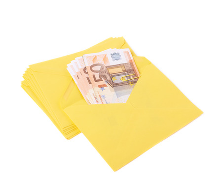sobres para carta: Stack of multiple yellow letter envelopes with the money inside of it, composition isolated over the white background