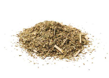 yerba mate: Pila de yerba mate de hojas secas aislados sobre el fondo blanco Foto de archivo