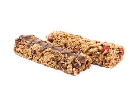 nutrientes: Pila de dos barras de cereales masticables de nutrientes, la composición aislada sobre el fondo blanco
