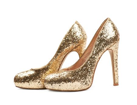Para olśniewający złoty obuwie na wysokim obcasie buty, skład odizolowywający nad białym tłem Zdjęcie Seryjne
