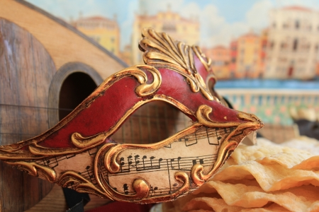 goldy: Carnival mask with music
