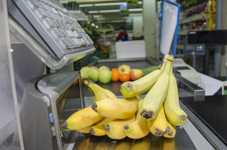 serves: the seller of a supermarket serves clients
