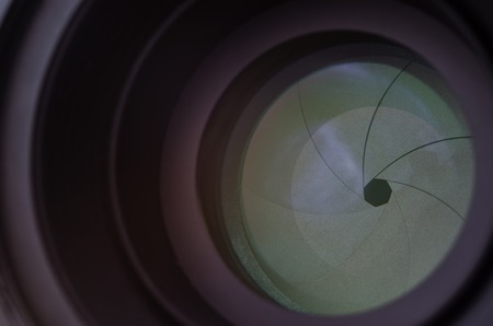 autofocus: Closed iris petals on the mirror lens