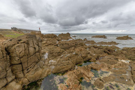 Rocks at low tide on the French Atlantic coast Imagens