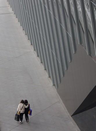 Pedestrian walk alongside modern building in Melbourne Stock Photo