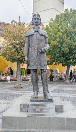 rumanian: SIBIU, ROMANIA - AUGUST 10, 2016: The statue of Gheorghe Lazar Editorial