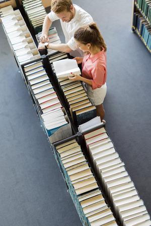 biblioteca: Aprendizaje de los estudiantes, de lectura en la biblioteca, vista desde arriba