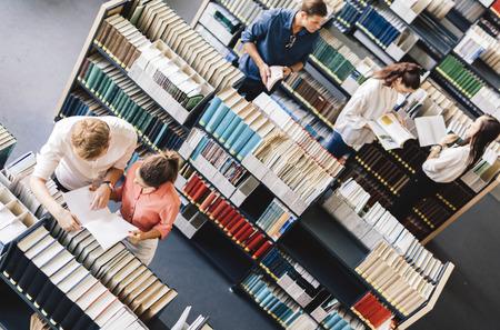 Die Schüler lernen, Lesen in der Bibliothek, Ansicht von oben