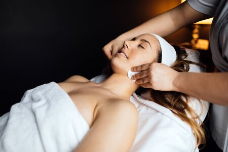 desires: Massaging of a beatufil woman who desires professional treatment