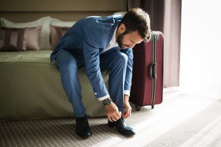 Zakenman op zakenreis bedrijf vertegenwoordigen
