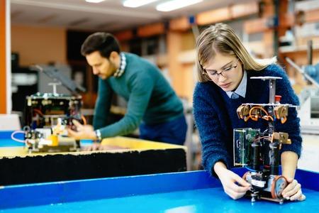 Engineering en robotica student werkt aan project Stockfoto
