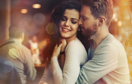 Sentimental gelukkig paar in liefde bonding Stockfoto