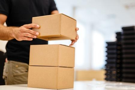 出荷前に包装プロセスの最後のステップ 写真素材