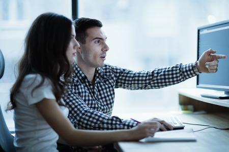 Software engineers ontwikkelen van toepassingen samen in het kantoor Stockfoto