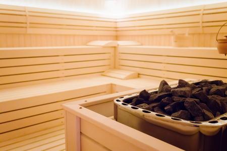 Interior de sauna linda com aquecedor e pedras Foto de archivo - 75651980
