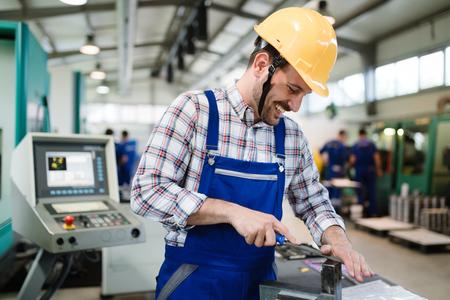 金属製造業で工場従業員