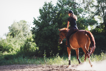 Portrait of young woman riding horse in countryside Reklamní fotografie - 84440842