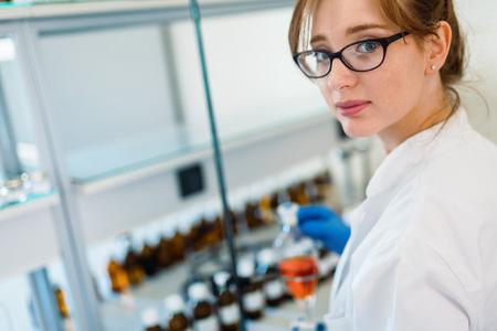 Female student of chemistry working in laboratory Stok Fotoğraf - 85343901