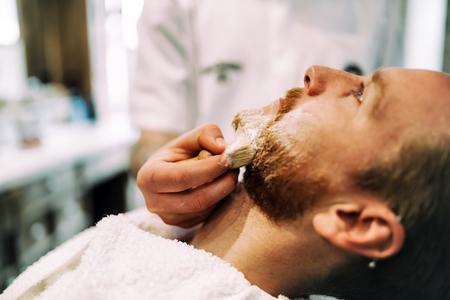 ひげと口ひげのヘアトリートメント