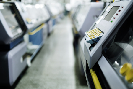 Textilmaschinen in der Fabrik Standard-Bild - 86130240