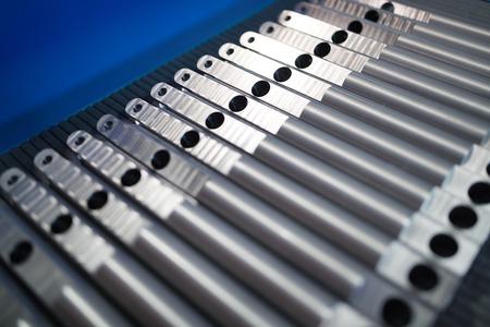 긴 막대 형태의 알루미늄 금속 원료