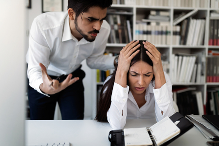 Picture of angry boss criticizing his worker Zdjęcie Seryjne - 87337594