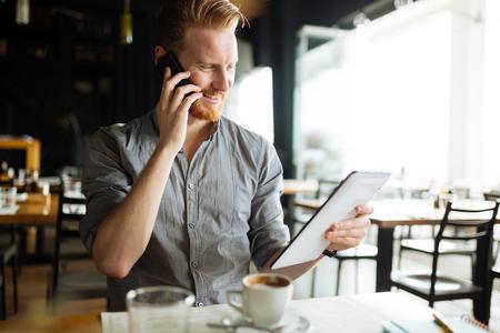 Busy blogger multitasking Imagens
