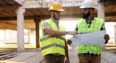 Architectuur engineering teamwerk vergadering op werkplek