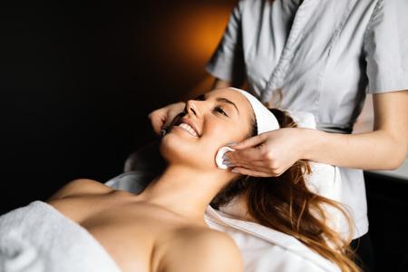 Beautiful woman enjoying massage Banque d'images