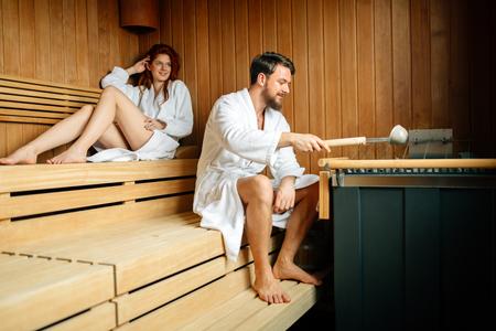 Beautiful couple relaxing in sauna 免版税图像 - 90625474