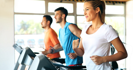 Picture of people running on treadmill in gym Standard-Bild