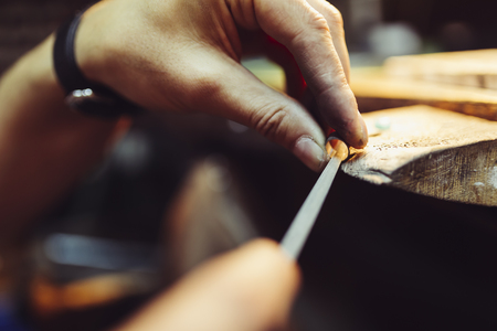 Jeweler crafting jewelry Stockfoto
