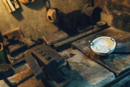 용광로에있는 보석 용 도구