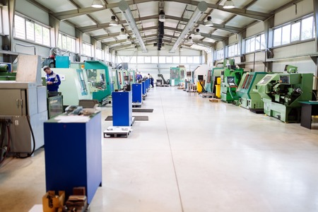 CNC 기계가있는 산업 공장