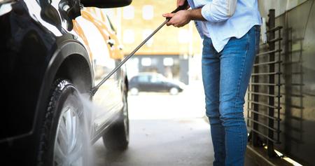 洗車中の加圧水による手動洗車 写真素材