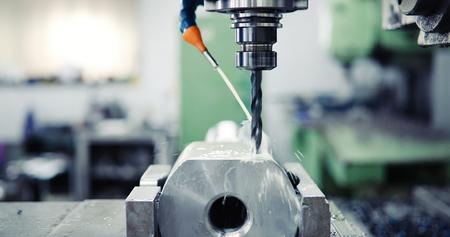 CNC 기계 닫습니다