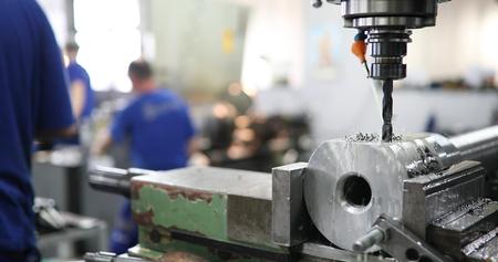 金属産業におけるCnc金属フライス盤の機械