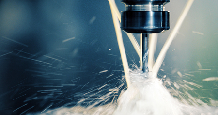 Precisie industriële CNC-bewerking van metalen detail per molen in de fabriek