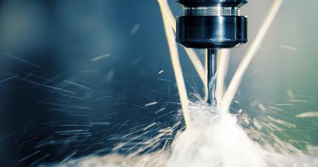 Industrielle CNC-Präzisionsbearbeitung von Metalldetails im Werk
