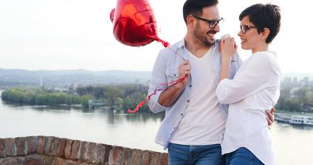 愛の絆でセンチメンタルなカップル