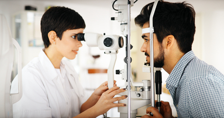 Ophthalmology concept. Patient eye vision examination in ophthalmological clinic Zdjęcie Seryjne
