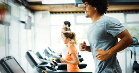 Young handsome man doing cardio training in gym Zdjęcie Seryjne